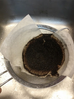 coffee-grind-in-paper-towel-small